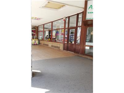 Vanzare spatiu comercial in zona Universitate, in suprafata de 80 mp , parter de bloc , vad comercial bun , pretabil investitie.